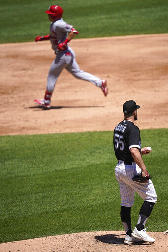 Edman hits 2 HRs, Cards beat White Sox 4-0 to avoid sweep